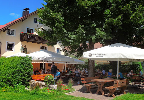 Biergarten unter Linden